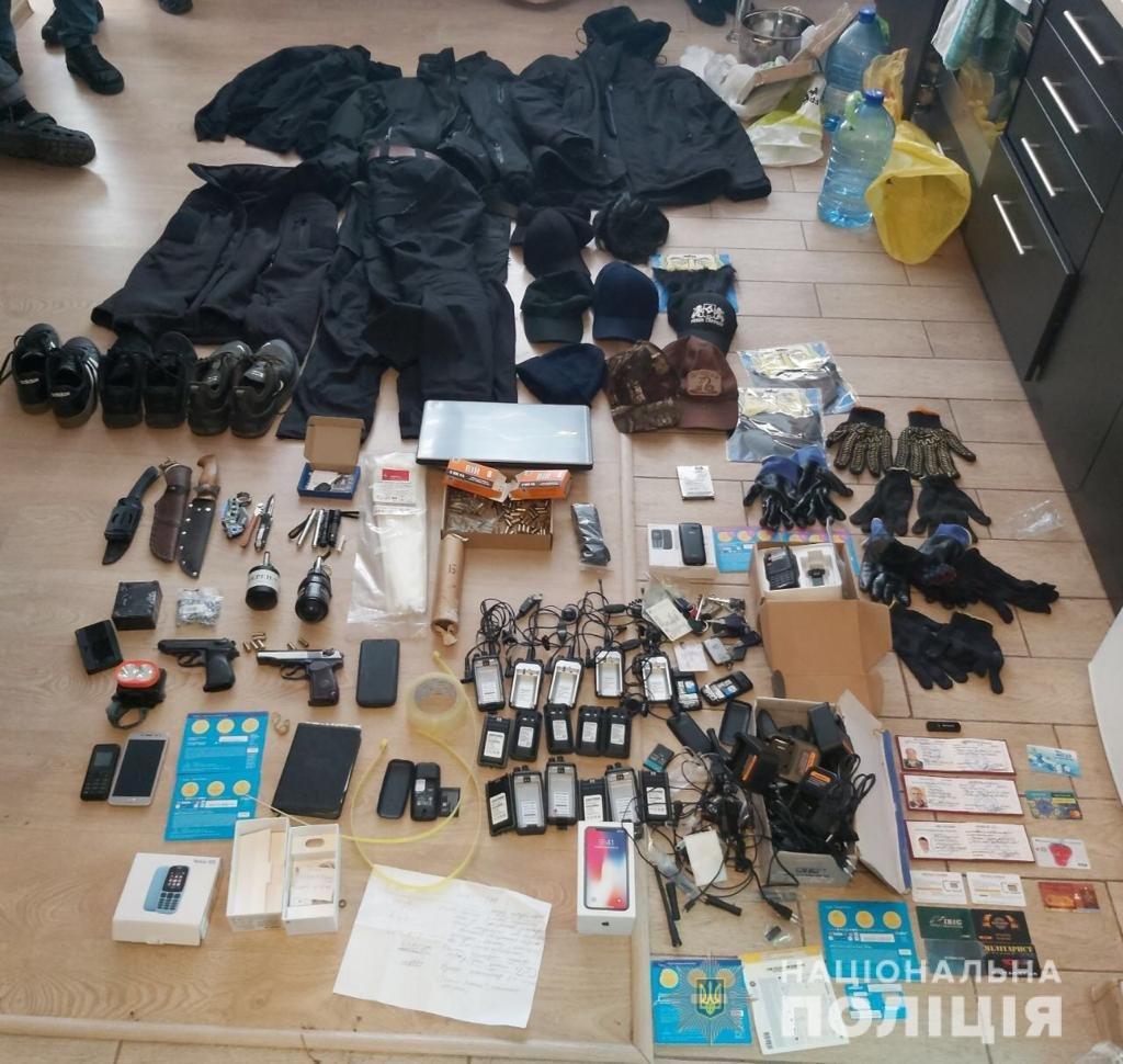Гранати, накладні бороди та наркотики: на Київщині затримали кримінальних авторитетів, фото-1